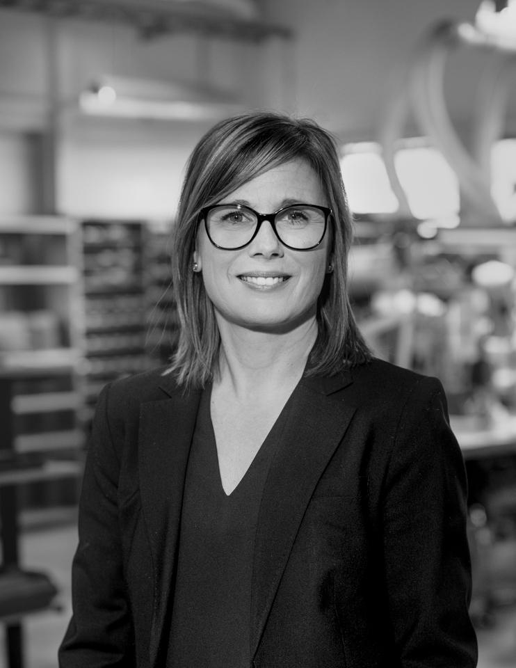 Camilla Gustafsson Administrerar kurserna från början till slut. Hon tar hand om anmälningar, svarar på frågor samt sörjer för att kursdoku- mentationen är av senaste version.