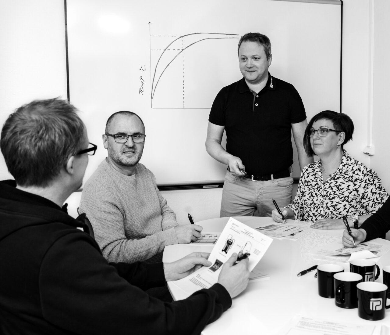 Kursverksamheten inleddes 1991. Flera företag använder Pentronics utbildning i temperaturmätning och kalibrering som introduktion för nyanställda inom området.